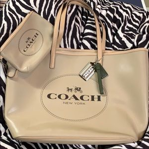 Coach metro beige leather horse & carriage tote